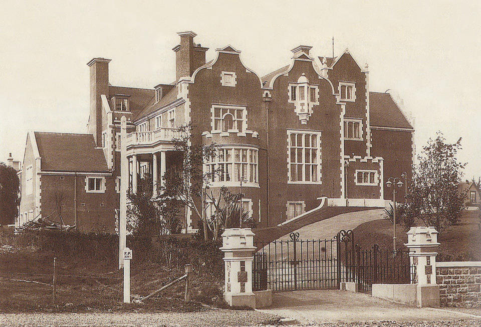 Olveston c.1906. View from Cobdern Street.